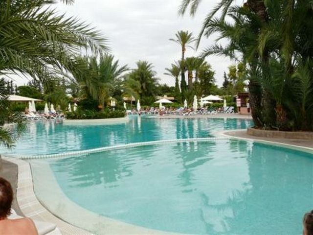 pool_at_the_Decameron_ssil